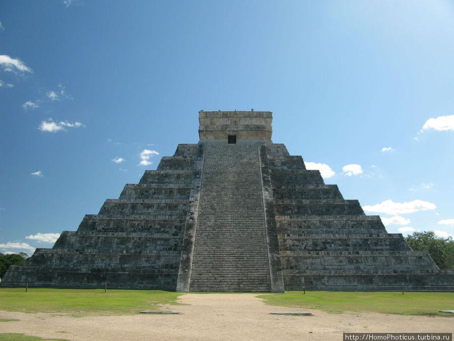 Пирамида Кукулькана Чичен-Ица город майя, Мексика