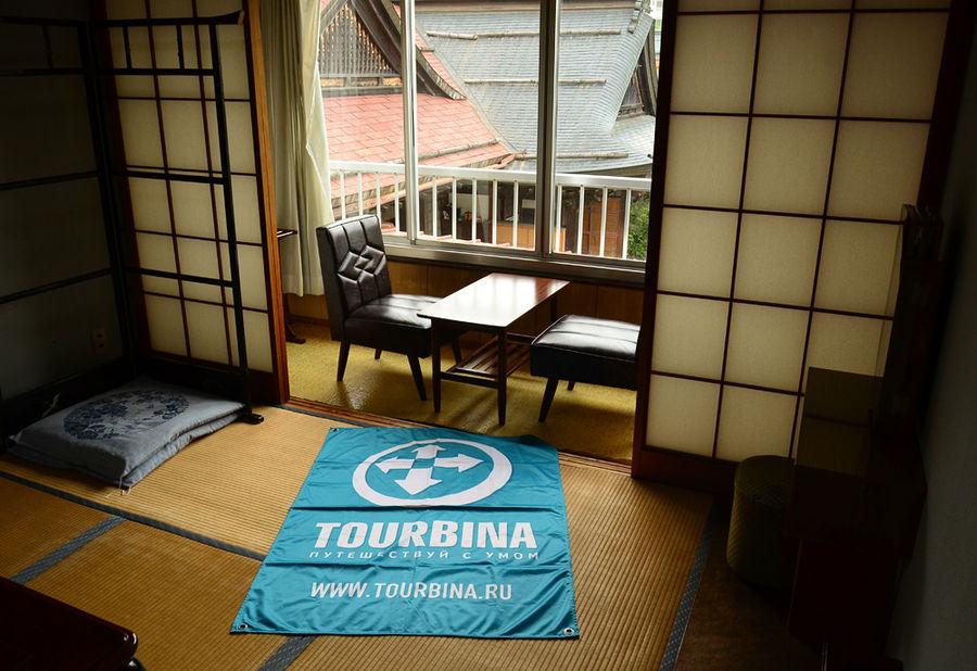 Флаг Турбины в постоялой комнате храма Рэнгэин