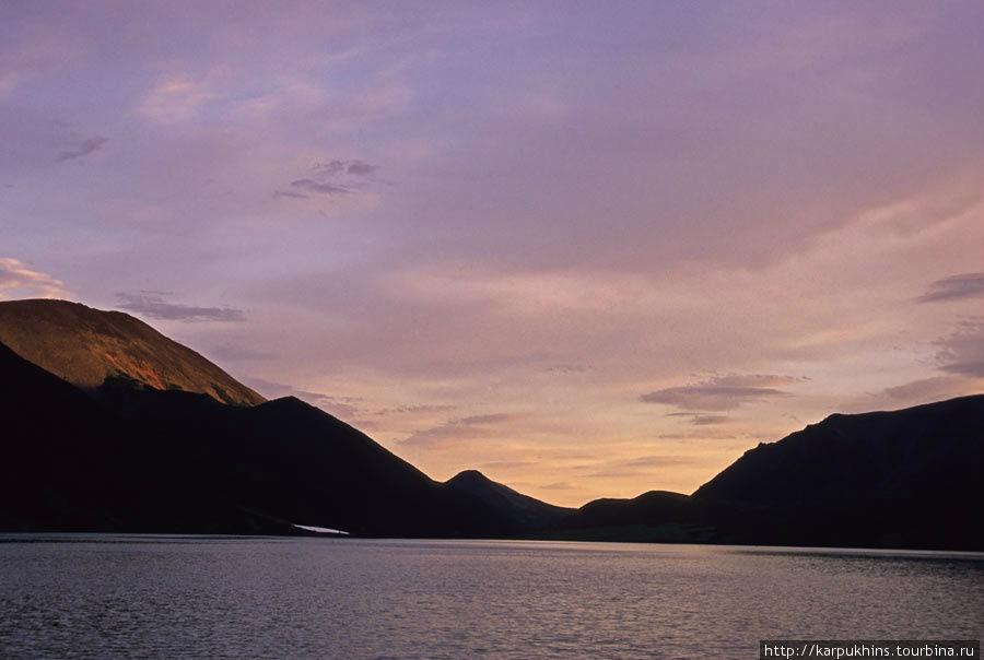 Закат на Медвежьем. Вид от северного берега.