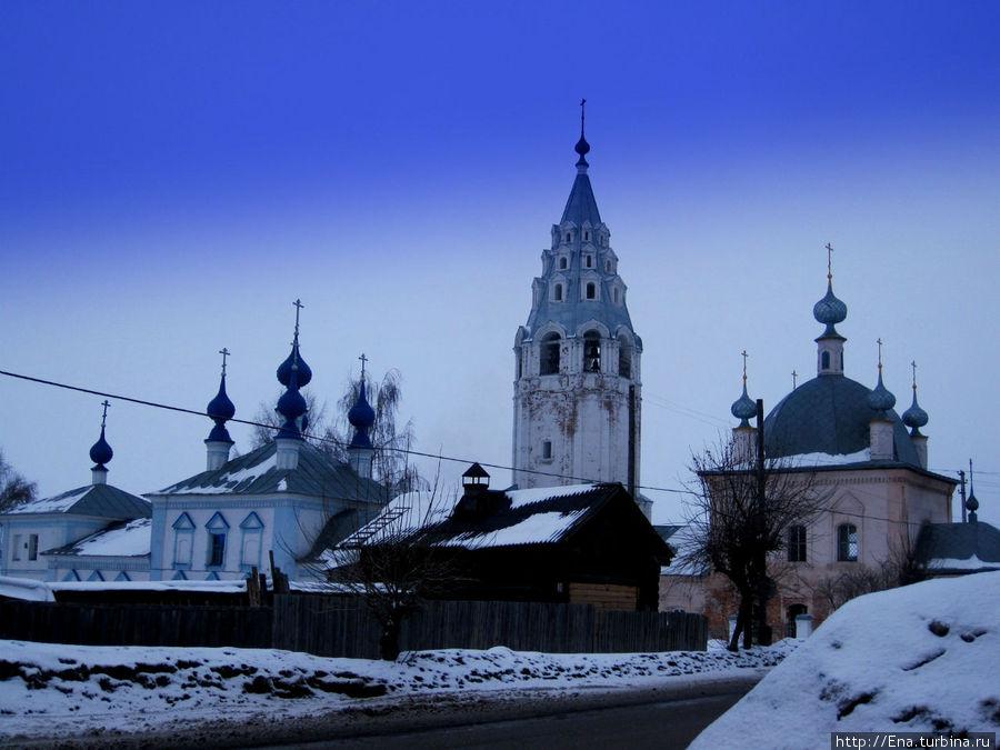 Храмовый комплекс в Рыбной слободе: Введенский собор и церковь Василия Великого
