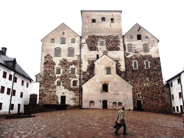Внутренний двор замка Тур