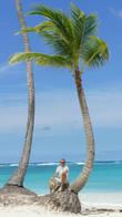 Специально подобрал пальму поменьше, что бы самому выглядеть как нибудь позначительнее