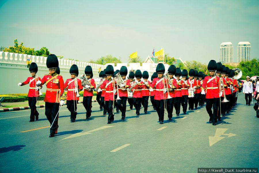 Парад в честь ДР короля