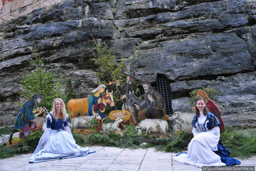 В дни Адвента (24 дня накануне католического и протестанстского Рождества) во дворе крепости по традиции устраивают