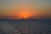 От Сумбавы до Флореса – 8 часов на пароме. Поэтому в пути мне удалось снять очередной закат.