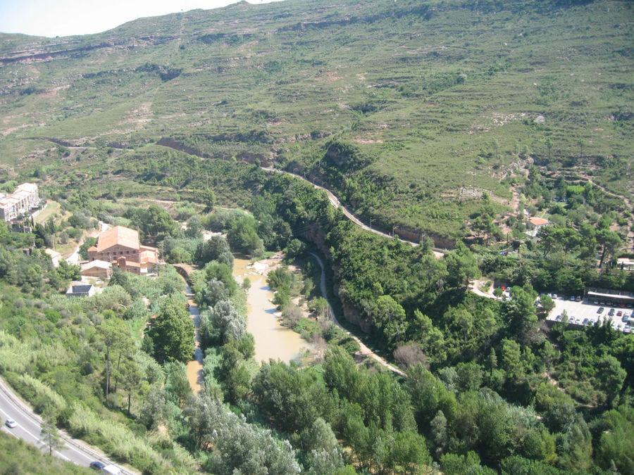 Вид из кабины подъемника в Монастырь Монсеррат