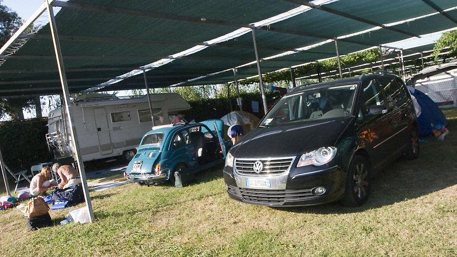 В кемпинге жили участники какой-то тусовки владельцев стареньких FIAT 500.