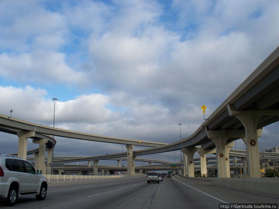 Дорожная развязка на выезде из Хьюстона.