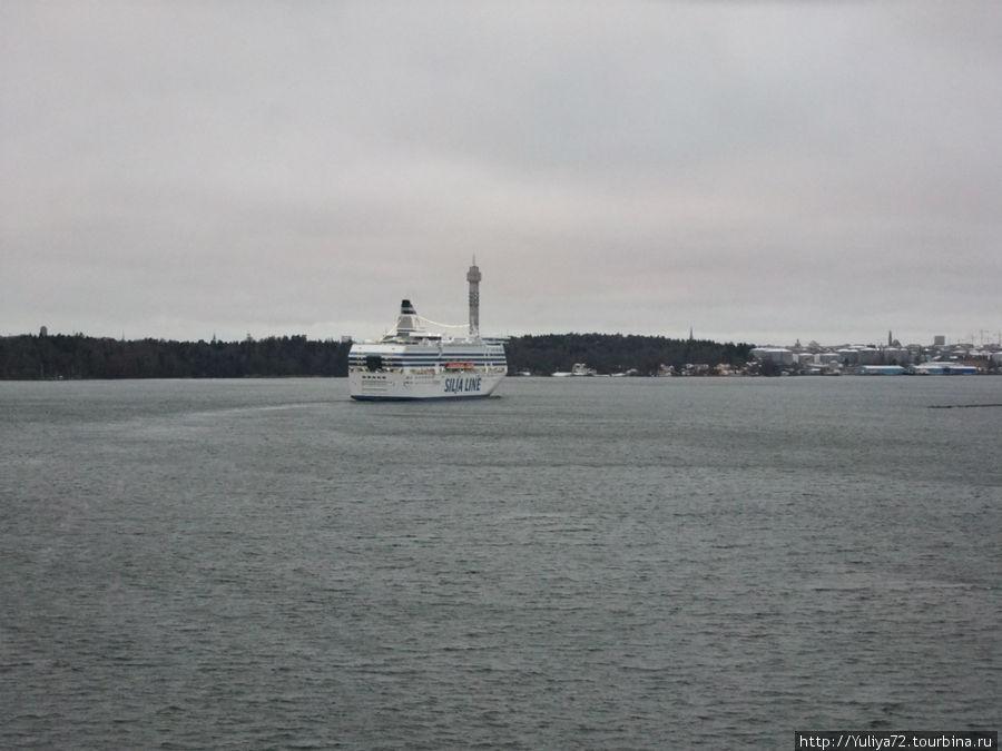 паром Таллинк  на подступах к Стокгольму.
