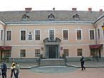 Дворец Ракоци. Это здании было построено в середине XVII века, как городская резиденция семьи Ракоци. Сегодня во дворце находится детская художественная школа.