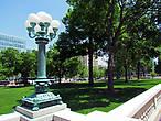 Окружает Капитолий большой парк