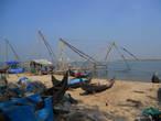 Лодки на фоне Китайских сетей в Кочине