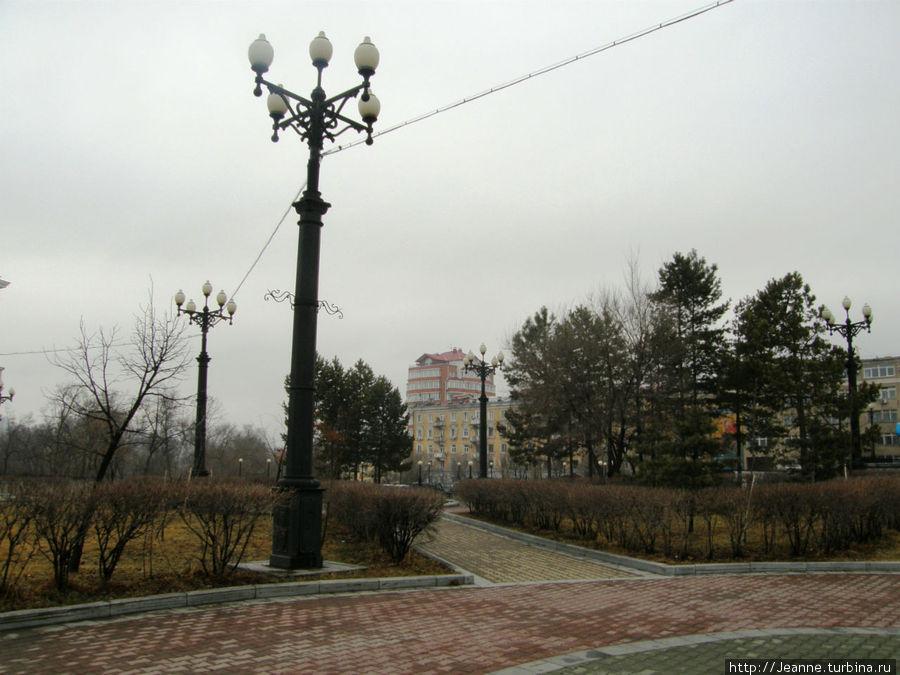 Вид слева от Комсомольской площади...
