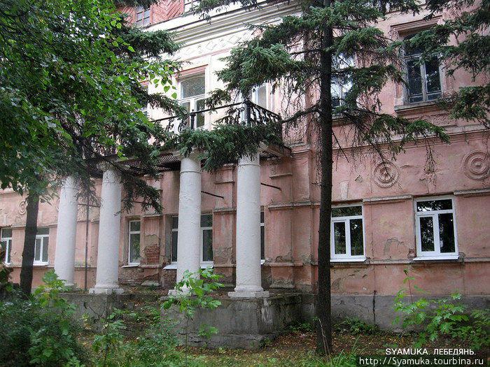 Этот богатый купеческий особняк первой половины XIX века мне больше всего понравился в Лебедяни.