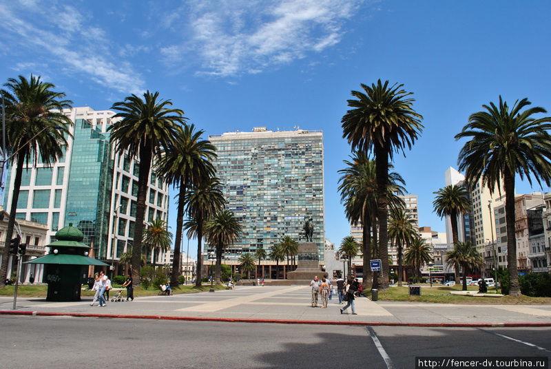 И как-то очень много пальм) Монтевидео, Уругвай