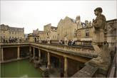 Именно термальным источникам город обязан своим существованием и названием. Правда у римлян он назывался куда более красиво — Aquae Sulis!