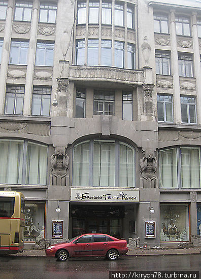 Главное здание театра.