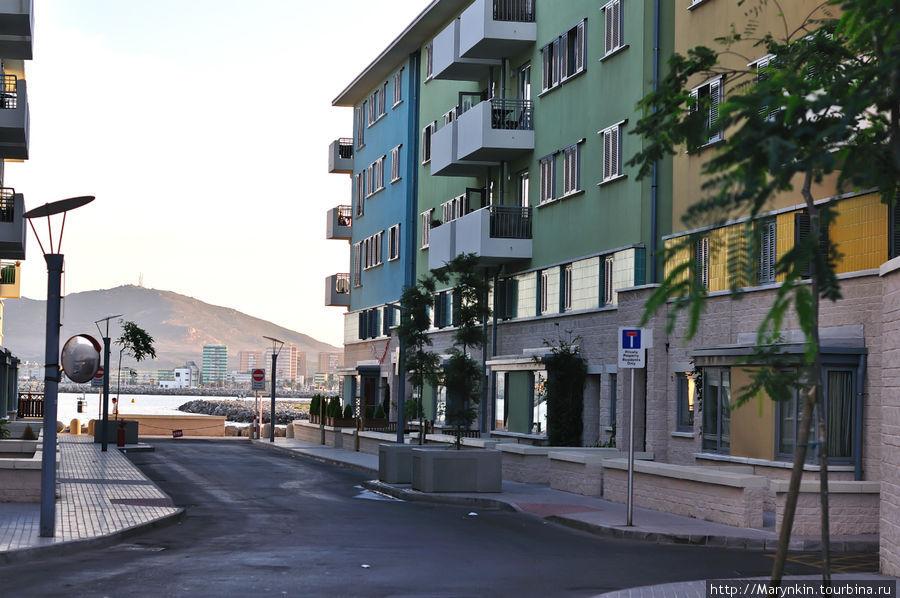 Гибралтар  — заморская территория Великобритании Гибралтар