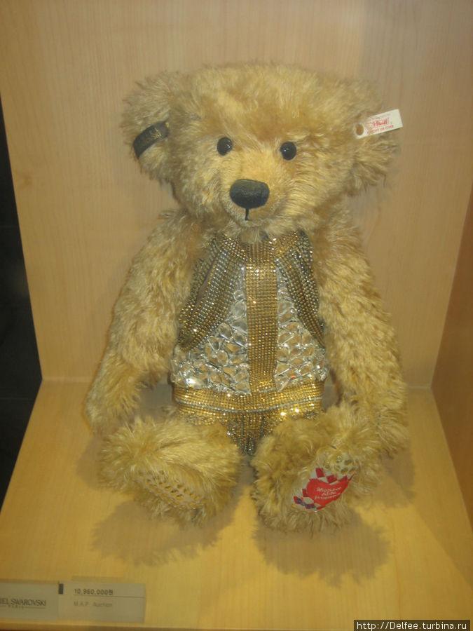 Цена этого медведя скормнее 10,960,000 вон, но тем не менее не по карману