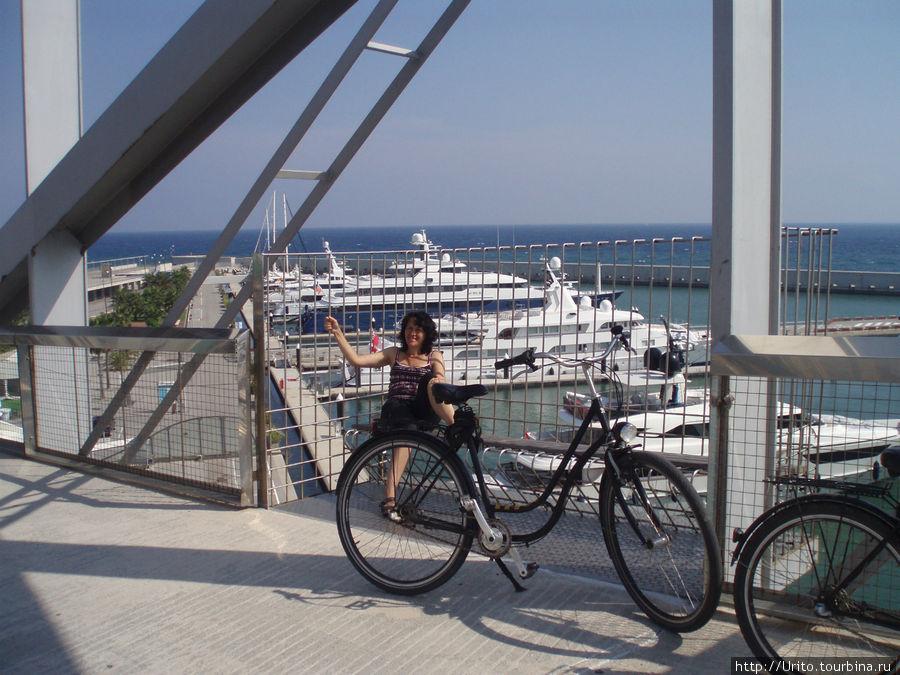 пешеходный мост над яхт-клубом