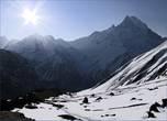 Здесь находится гора Мачхапучхре. Непальцы верят в то, что  Мачхапучхре (её еще иногда зовут Мачапучара, а еще Мачупикчу) — дом бога Шивы, поэтому и запретили восхождения на эту гору, чтобы не нарушать его покой