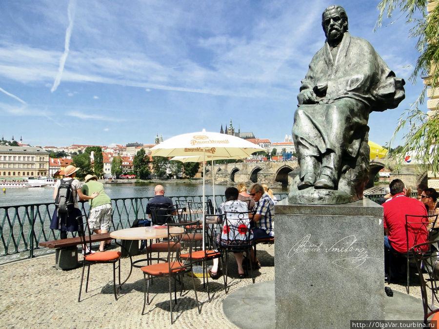 Памятник композитору