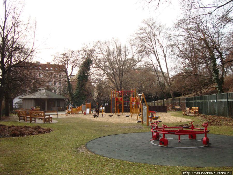 Игровая площадка в саду Кинских.