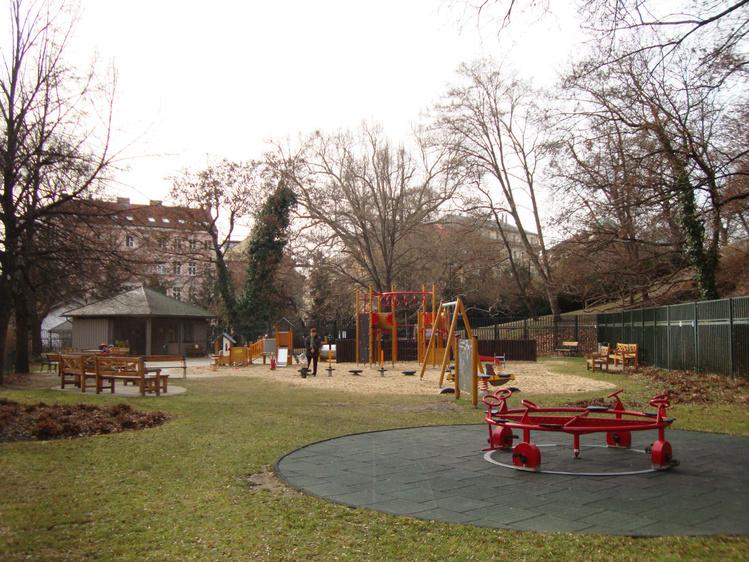 Игровая площадка в саду К