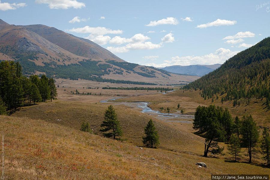 С горушки открывается фантастический вид на долину Джазатора.