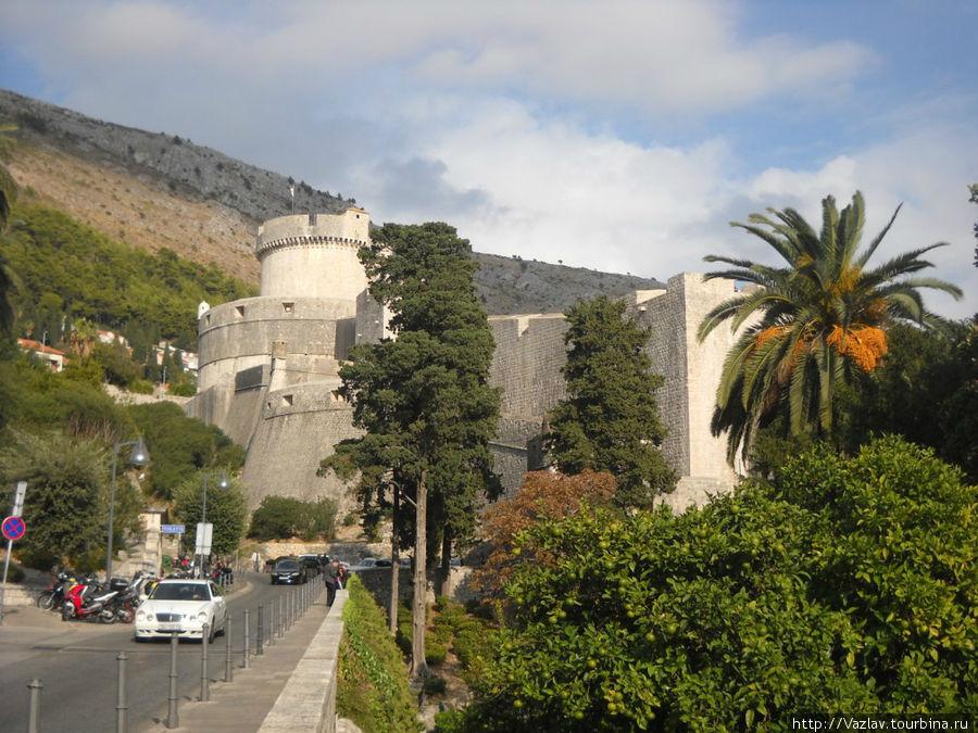 Бастионы и башни форта