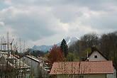 Город на фоне Альп