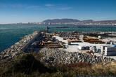 Город разделен на две части: жилые кварталы сосредоточены на одной стороне бухты, промышленные — на другой. Исключение — только пара районов.