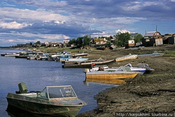 Посёлок Саранпауль на берегу реки Ляпин.