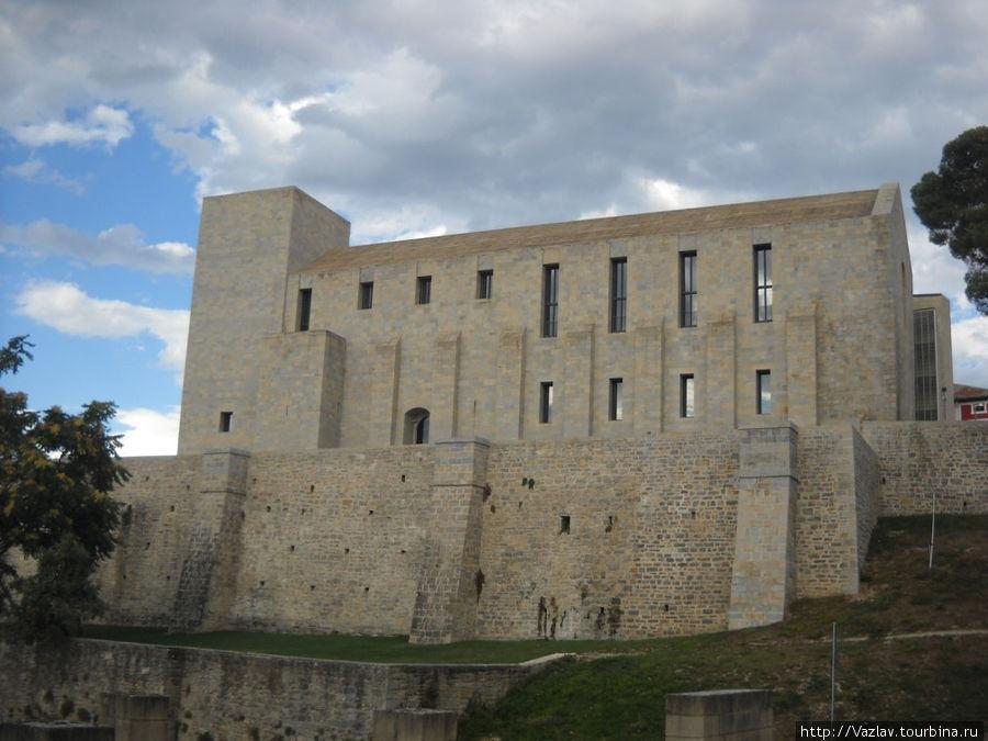 Вид на бывший дворец — грустное зрелище...