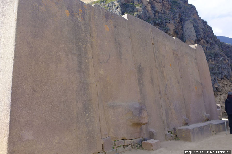 стена шести монолитов