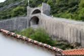 Давайте поднимемся на стены крепости Стон и поглядим на весь поселок сверху.