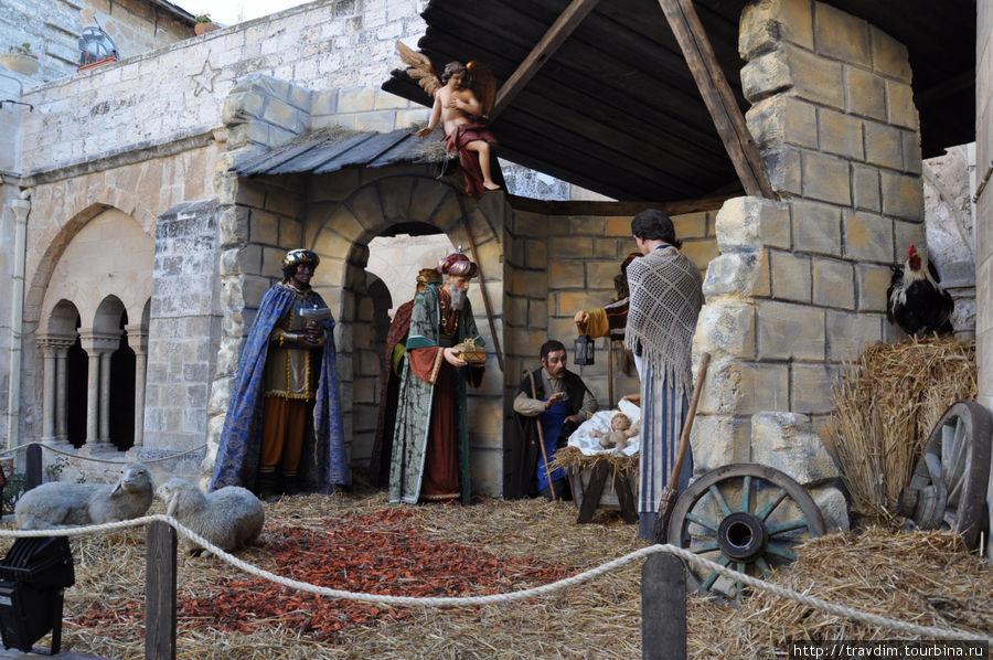 То, что восточные волхвы принесли дары к рождению Иисусу Христа-много раз спасало храм от разрушений и нашествий