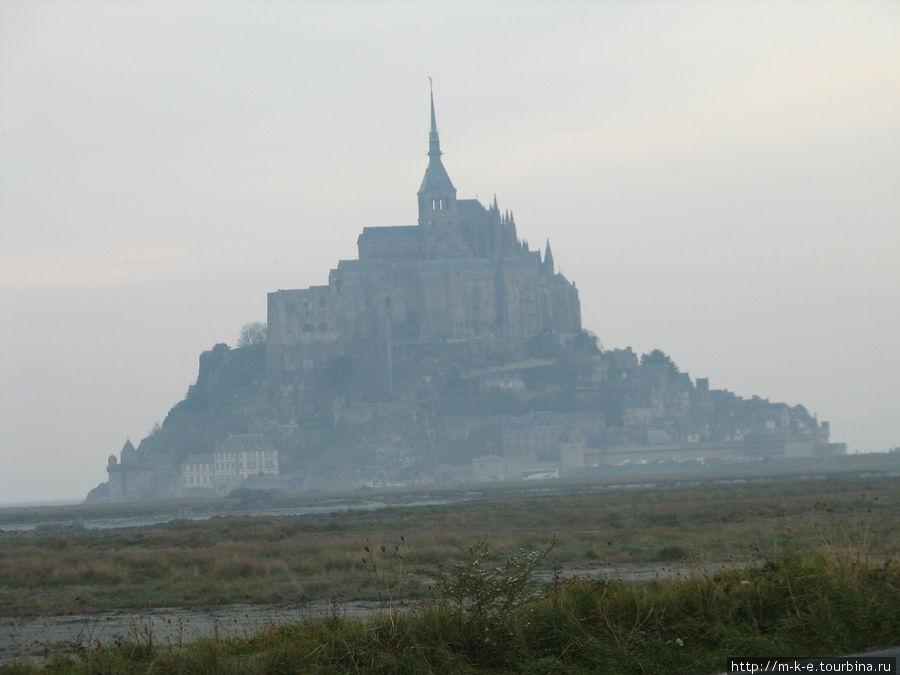 Мон-Сен-Мишель в утренней дымке