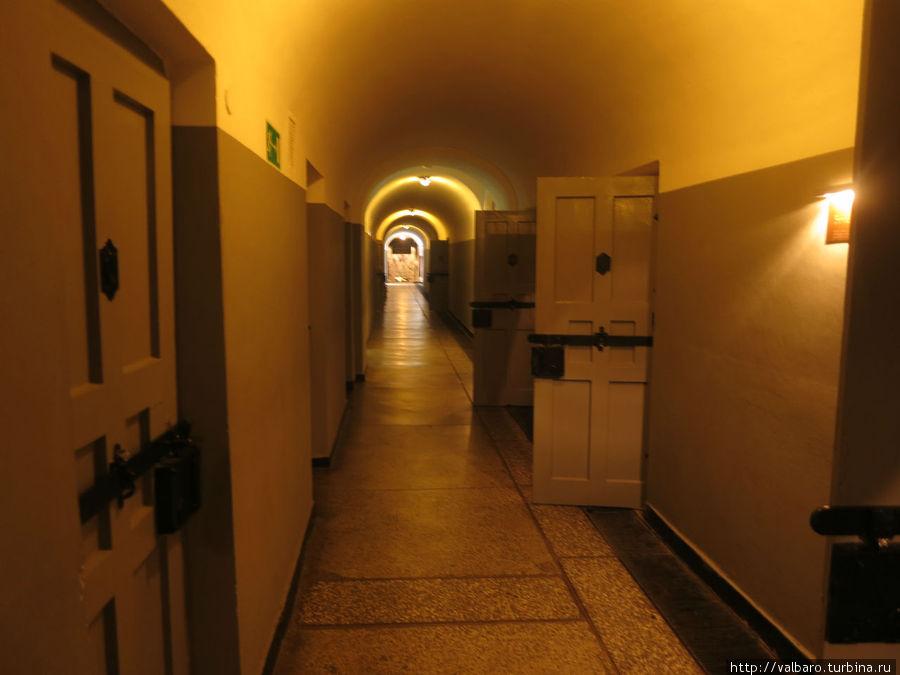 Тюремные коридоры