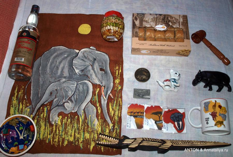 Фото 1. Здесь мы имеем: коньяк, картина со слоном, тарелка со слоном, орешки с медом, пахлава, открывалка для бутылок, магнитики, фарфоровая фигурка котика, фигурка бегемота, кружка со зверями, вырезанный из дерева крокодил.
