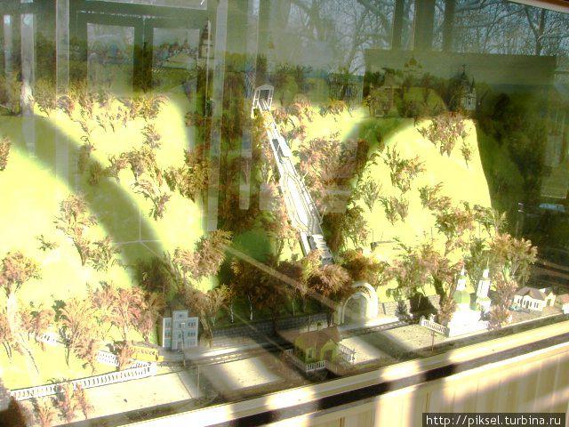 Диарама Владимирской горки сфуникулером, размещена на входе в верхнюю станцию