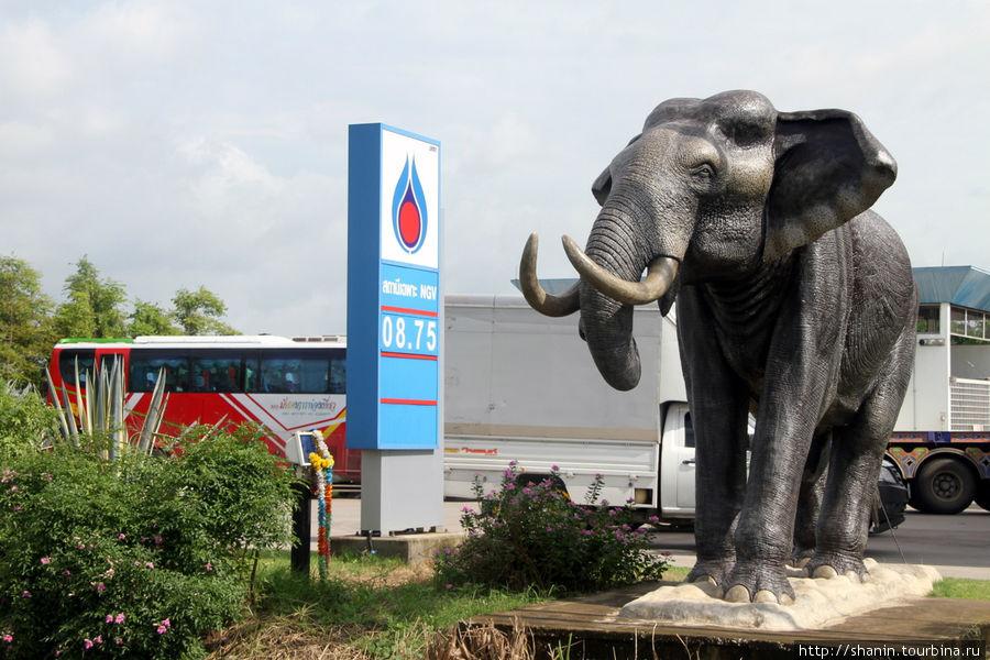 Придорожная заправка по пути к камбоджийской границе