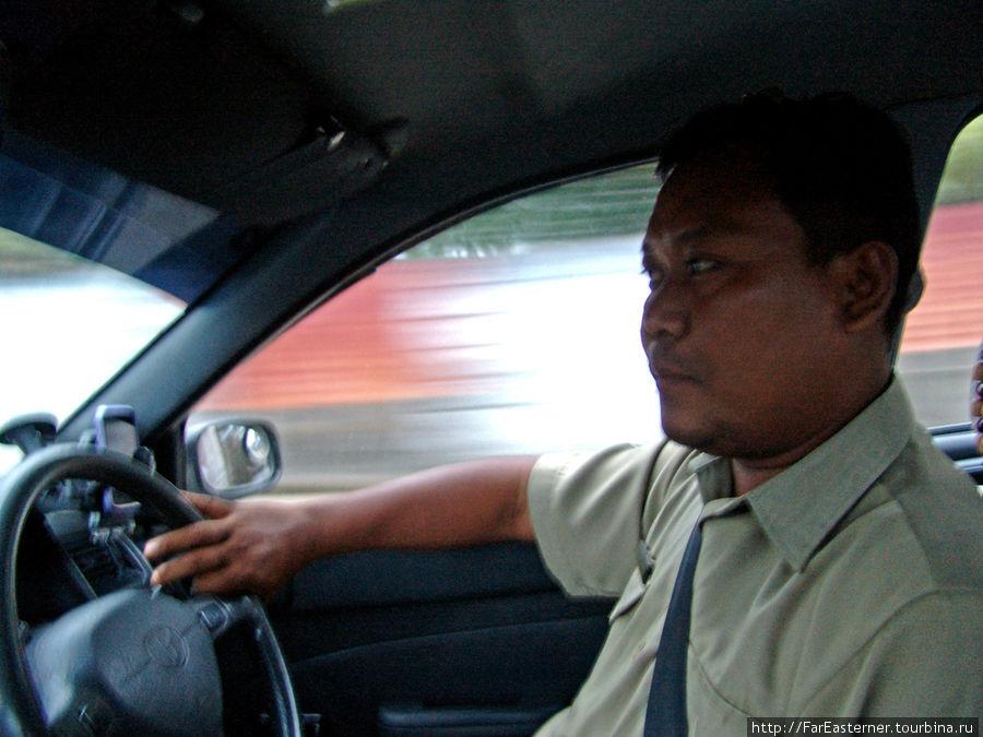Ko Tint Naing, таксист в Янгоне