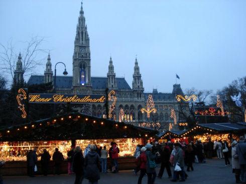 Рождественская ярмарка около ратуши самая любимая