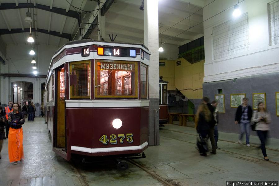 Старые трамваи, на мой взгляд иногда куда приятнее выглядят, чем современные.