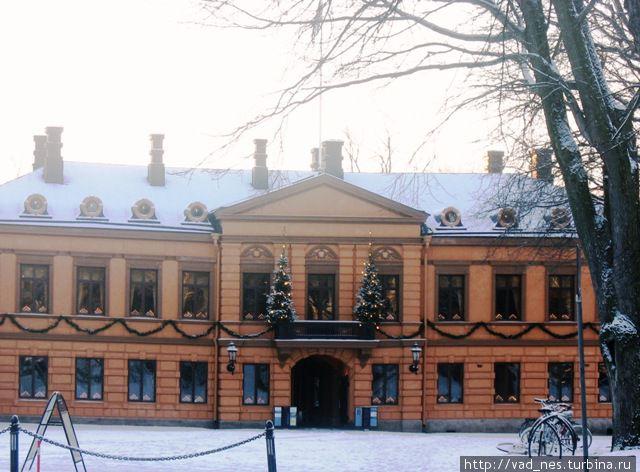 Турку. Особняк Бринкала, бывшая резиденция российского генерал-губернатора. В течение уже более 100 лет с балкона этого здания 24 декабря в полдень провозглашается