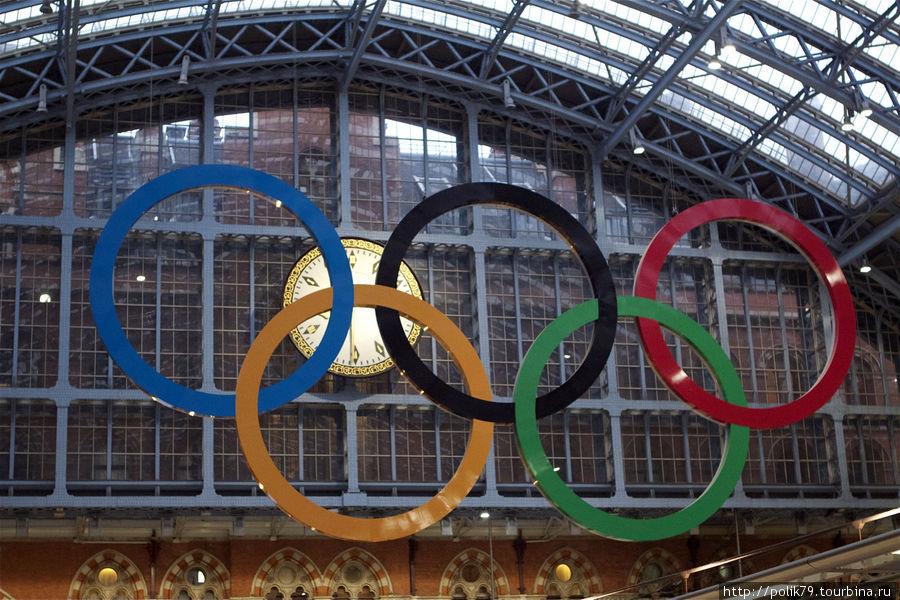Олимпийские кольца на вокзале Сен-Панкрас.