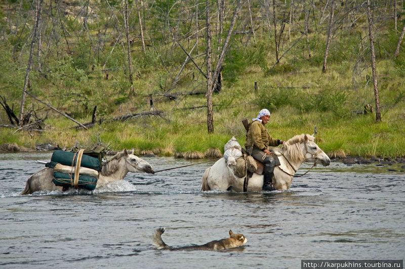 Переправа через реку Лабынкыр, вытекающую из одноимённого озера.
