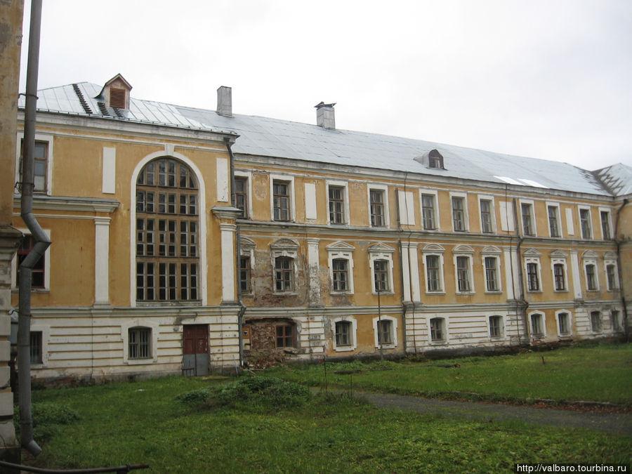 Фасад дворца со стороны парка (задний).