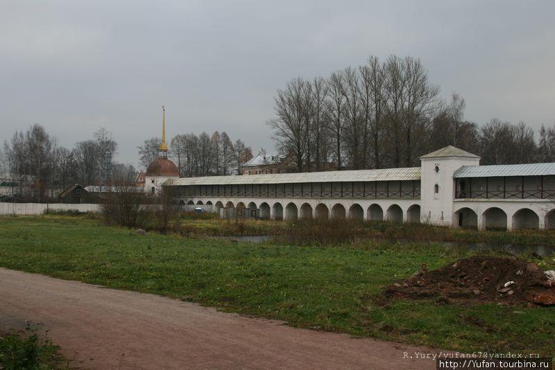 Монастырская стена 1801 г.